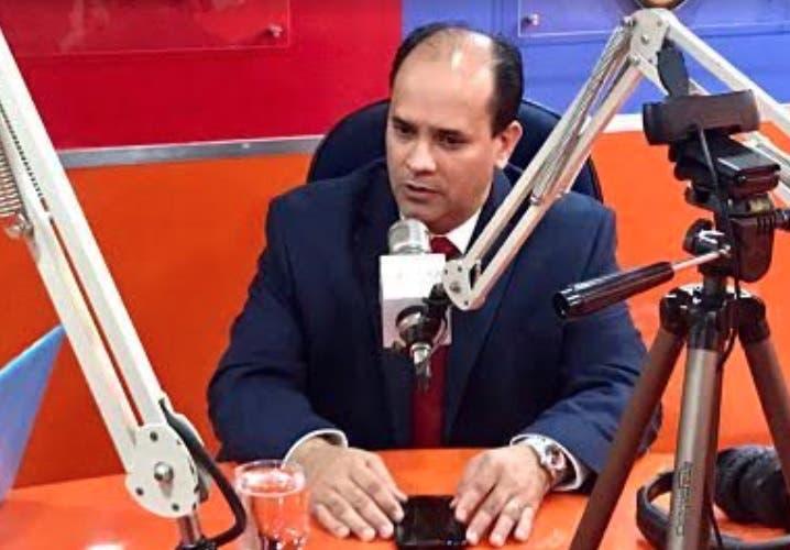 Espaillat ve «golpe bajo» a la nación modificar la Constitución para habilitar reelección