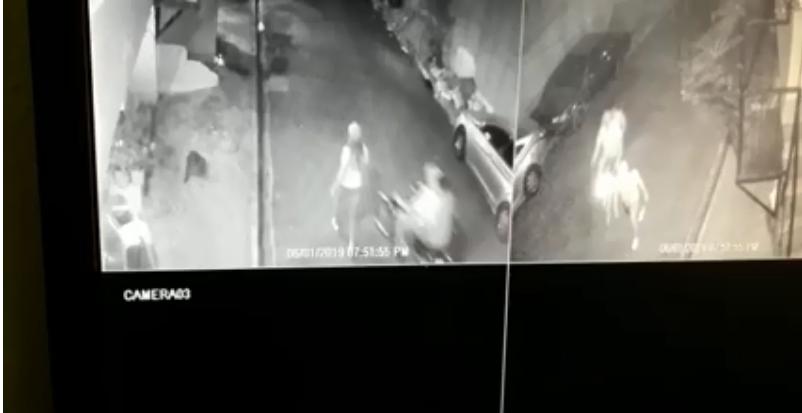 Video: Individuos en una motocicleta intentan asaltar una señora enfrente de todos en Herrera