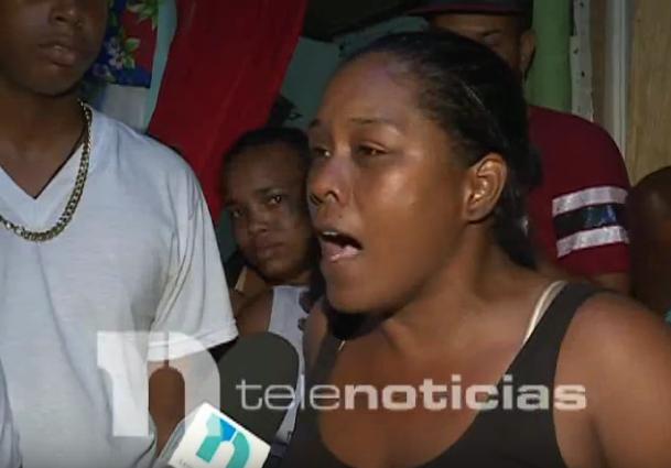 """Video: """"Él le pidió auxilio, abrió los brazos y acribillaron"""", dice  madre de Canelo"""