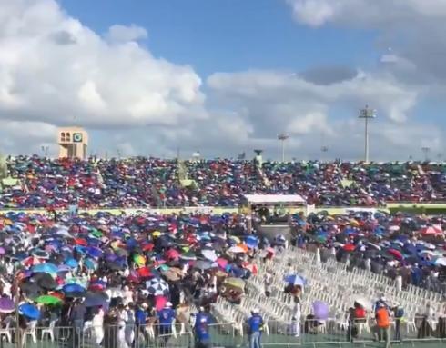 Video: Ciento de personas asisten al Estadio Olímpico Félix Sánchez a la Batalla de la Fe