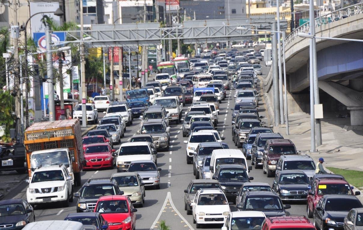 Habilitan nuevo carril en autopista Duarte para desahogar el tránsito