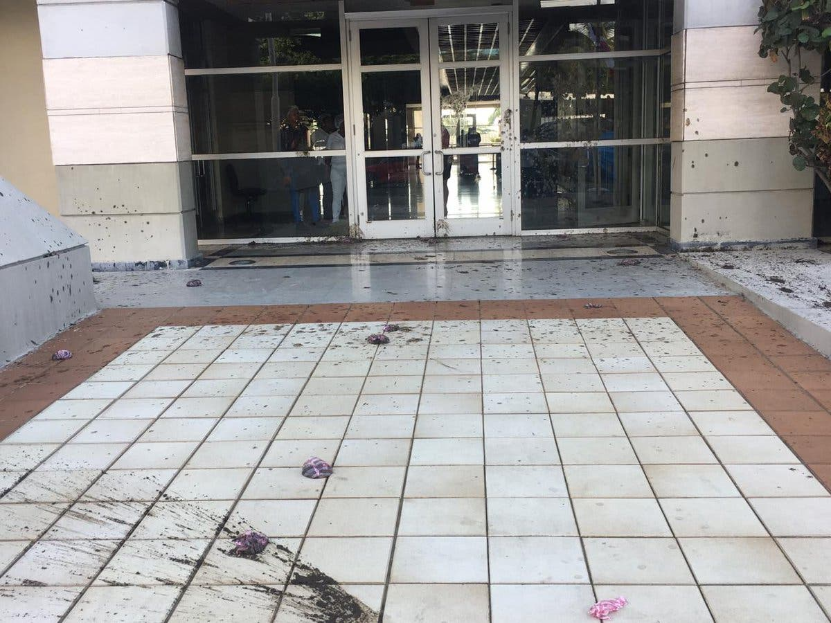 Video: Falpo lanza excremento en edificio de la Suprema Corte de Justicia