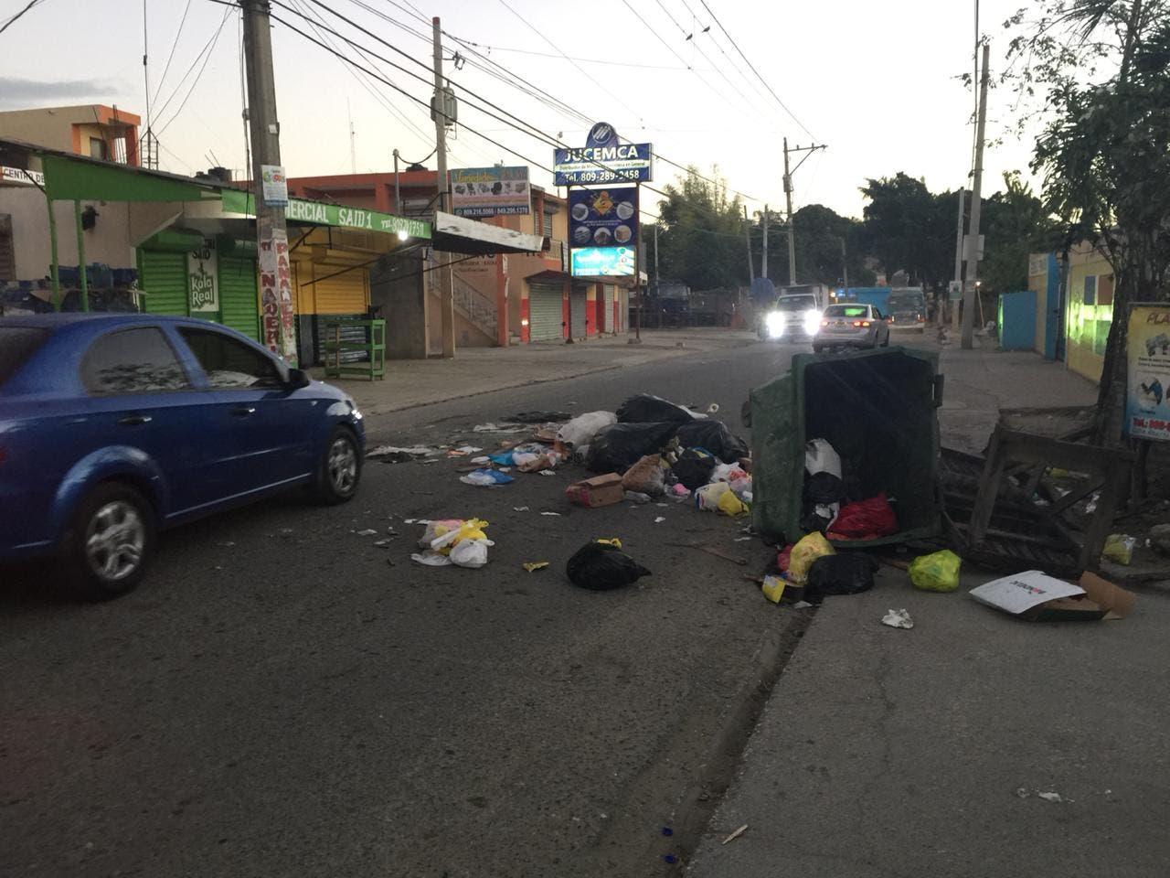 Protestan en La Ciénaga por arreglo de calle y prohibición del paso de camiones