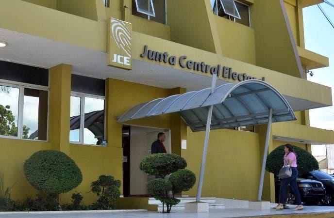 Proceso de capacitación en la Junta Central Electoral a los delegados de los partidos. En Foto  :José Manuel Peguero y Ramón Feliz Madera. Hoy/ Arlenis Castillo/01/02/19.