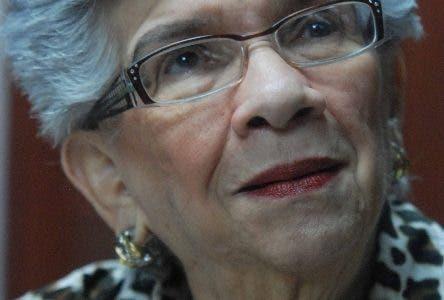 Ivelisse Prats Ramírez de Pérez, profesora, Política y educadora dominicana. Graduada de Licenciada en Ciencias de la Educación de la Facultad de Humanidades de la UASD. Vice decana y Decano de la Facultad de Humanidades (1968-1972) y presidente de la Asociación de Profesores de dicha Facultad (1973-1974). Fue Primera Secretaria General de la Asociación Dominicana de Profesores (ADP, 1973-1974). Como política ha sido miembro del Comité Ejecutivo Nacional del PRD (1973-hoy), es Vicepresidente del PRD y Diputada al Congreso por el Distrito Nacional. Durante una entrevista en el Instituto de Formación José Fracisco Peña Gómez santo Domingo Republica Dominicana. 14 de enero de 2011. Foto Pedro Sosa