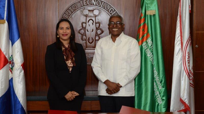 Agripina Ramírez, directora del IIBI y Rolando M. Guzmán, rector del INTEC.