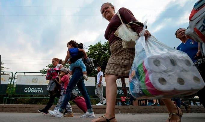 Ayuda por ayuda: Maduro enviará a Colombia cajas de alimentos y organiza un concierto con Juan Luis Guerra y otros