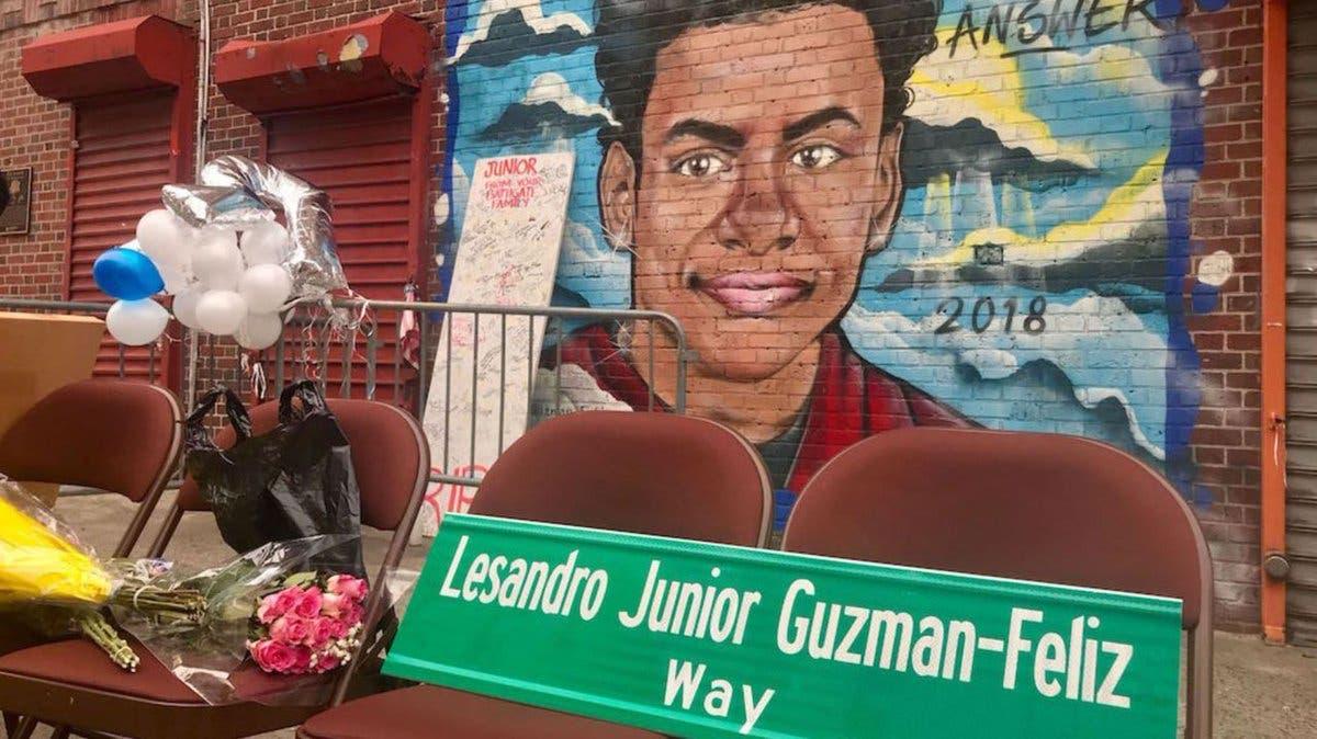 """Nombran calle con el nombre """"Junior"""" en memoria de Leandro Guzmán  en El Bronx"""