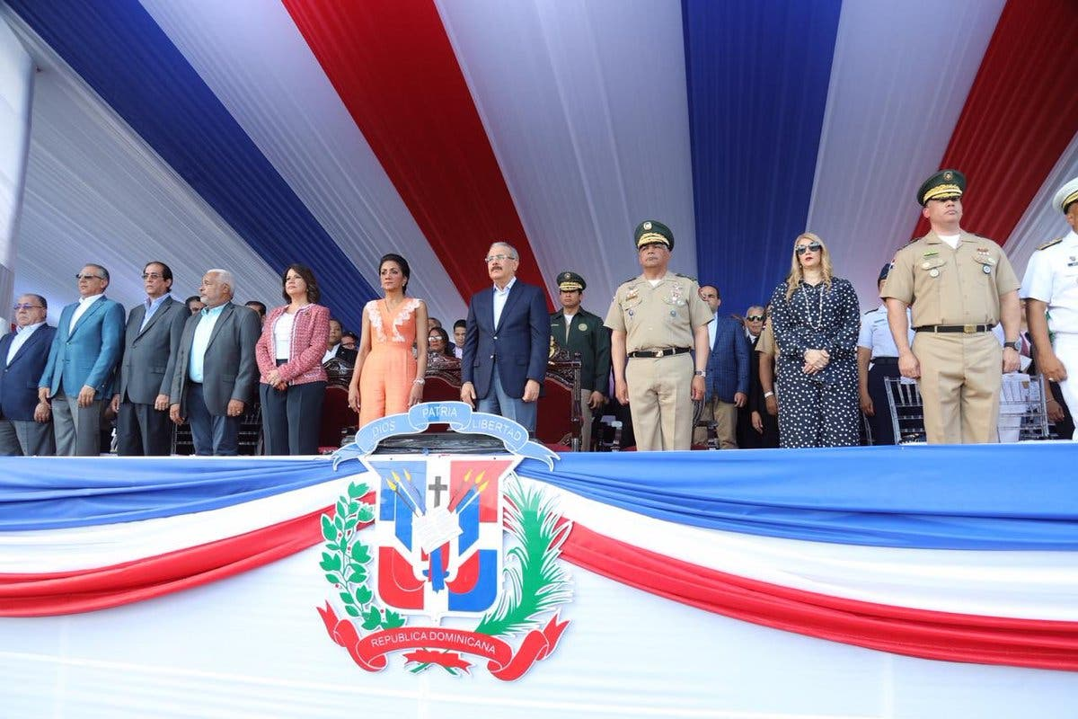 Con desfile militar culminan conmemoración del 175 aniversario de la Independencia Nacional