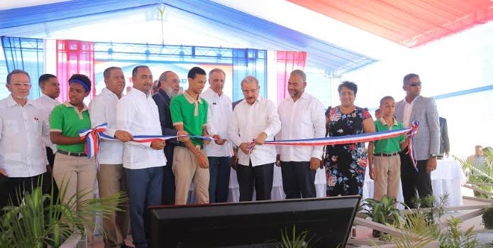 Presidente Medina entrega dos centros educativos en la provincia La Altagracia