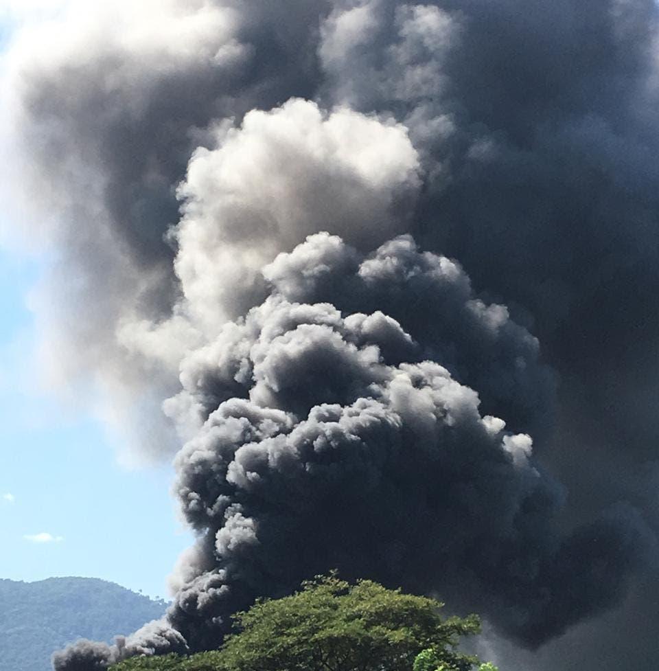 Video: Los detalles sobre incendio en la empresa Brugal de Puerto Plata