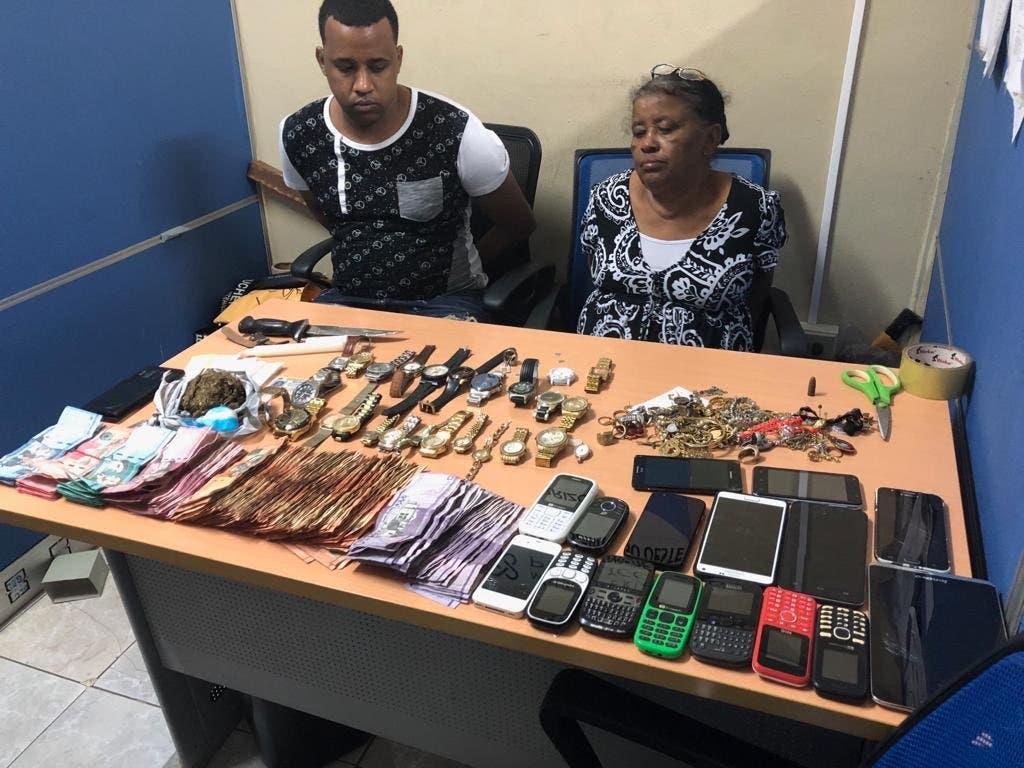 Video: Así vendían drogas en Herrera una mujer y su hijo