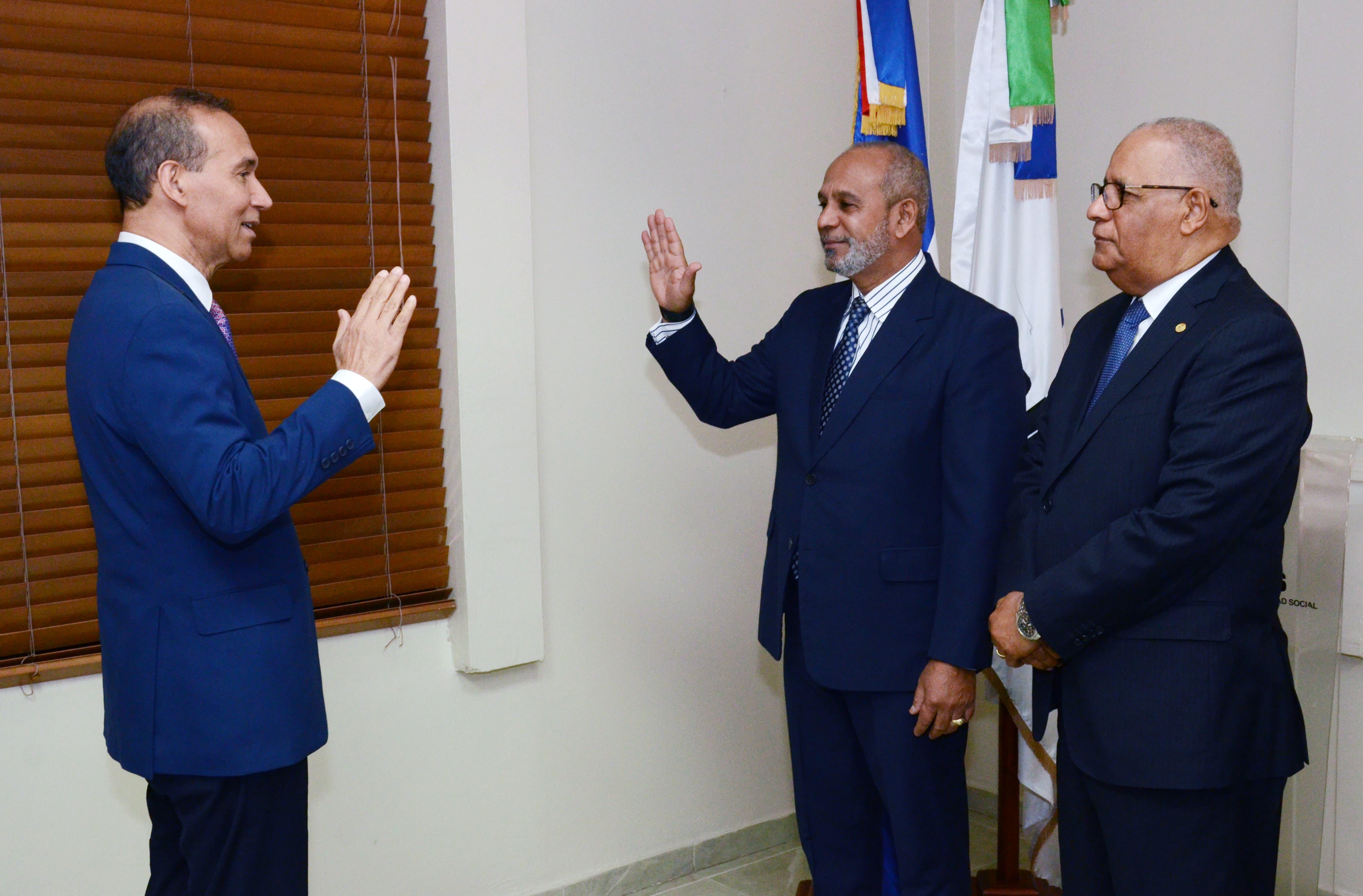 CNSS juramenta viceministro de Seguridad Social y Riesgos Laborales