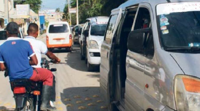 Abordaron un minibús de la ruta Villa Altagracia-Duarte con París cuando fueron asaltados