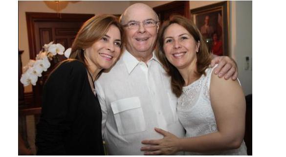 ¡De fiesta! Hipólito Mejía celebra su 78 años de edad