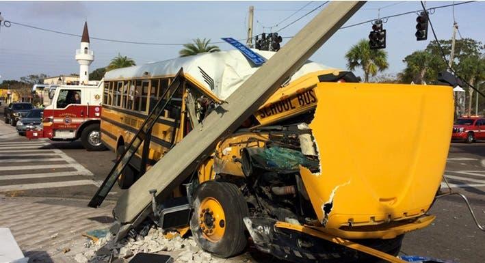 Unos 20 heridos por autobús escolar accidentarse en El Bronx_ hay dominicanos