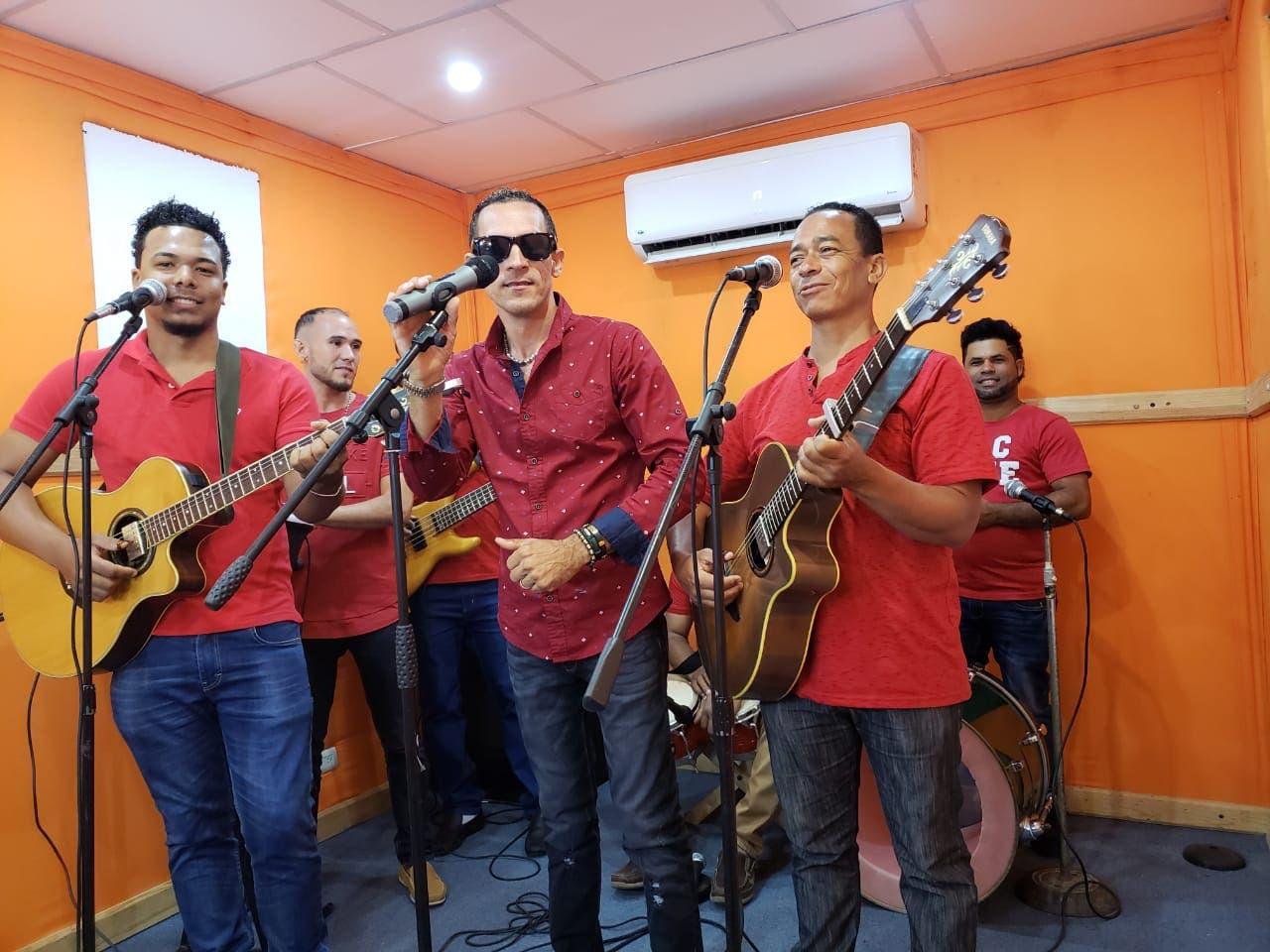 Los Claveles Míos piden unidad entre los bachateros, anuncia nueva colaboración musical