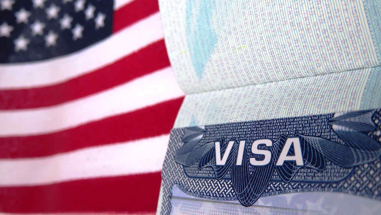 Policía Nacional apresa hombre estafaba ciudadanos prometiéndoles visas de trabajo