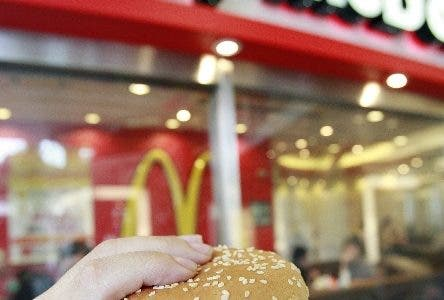A Big Mac is displayed at a McDonald's shop in Tokyo 05 September 2007. A Japanese government website crashed as people raced to take up an offer of a half-price McDonald's hamburger in exchange for pledging to fight global warming. The Japan McDonald's will sell a Big Mac for 150 yen (1.3 USD), about half the normal price, to anyone demonstrating a commitment to preventing climate change from 07 September to 30 September.   AFP PHOTO / Yoshikazu TSUNO