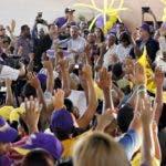 Danilo Medina juramenta seguidores en Pimentel.Hoy/Fuente Externa 3/2/12