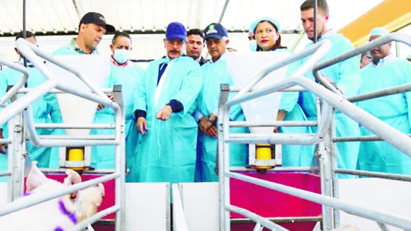 La Romana: Danilo Medina entrega moderna granja prometida a porcicultores de Cumayasa y responde a necesidades ganaderos de La Noria. Fuente externa 17/03/2019