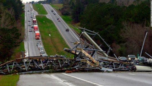 190303204009-05-alabama-tornado-damage-exlarge-169