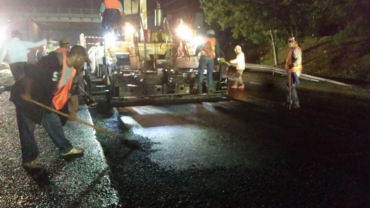 Obras Públicas dice amaneció trabajando en la solución del socavónproducido en Autopista Duarte
