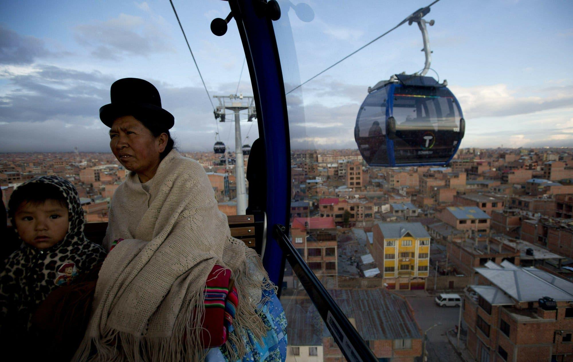 Bolivia estrena nueva línea del teleférico de La Paz