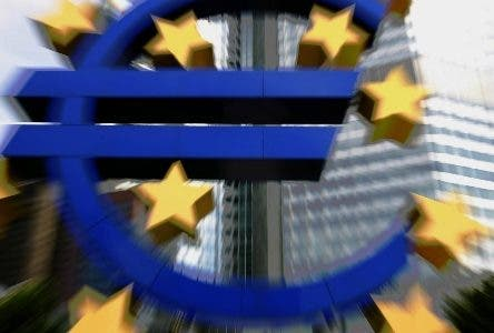 A giant Euro-logo stands in front of the European Central Bank (ECB) headquarters in Frankfurt/M. on August 7, 2008. Europe's main interest rates will probably remain on hold as ECB and Bank of England governors get to grips with both rising inflation and a possibility the 15-nation eurozone could be heading for recession.     AFP PHOTO    DDP/MARTIN OESER    GERMANY OUT