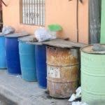 Entrevista al Director de la casad  sobre la escasez de agua, y la sequia que afecta parte del todo el territorio Nacional y los operativo de restringir a los lavaros clandestino, continúan. En foto: los tanque C/ Honor de Pantoja HOY Duany Nuñez 15-3-2019