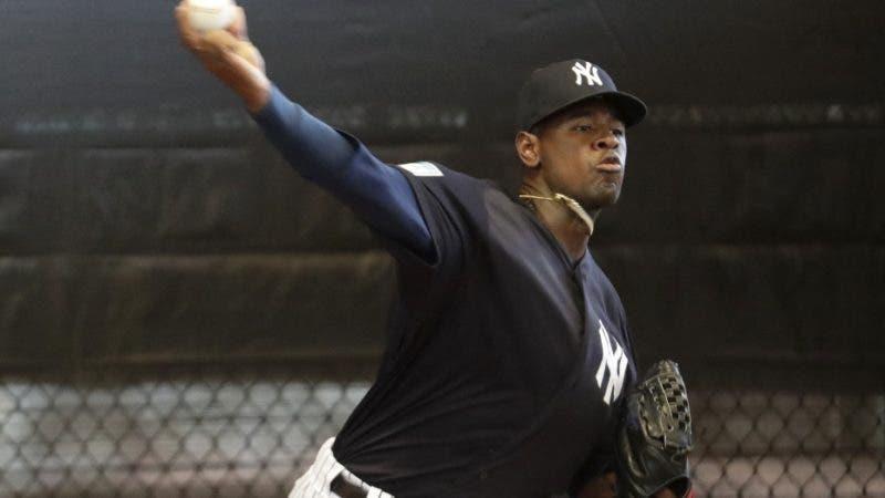 El pitcher abridor Luis Severino de los Yanquis de Nueva York lanza en el bullpen en Tampa, Florida, el jueves 14 de febrero de 2019. (AP Foto/Lynne Sladky)
