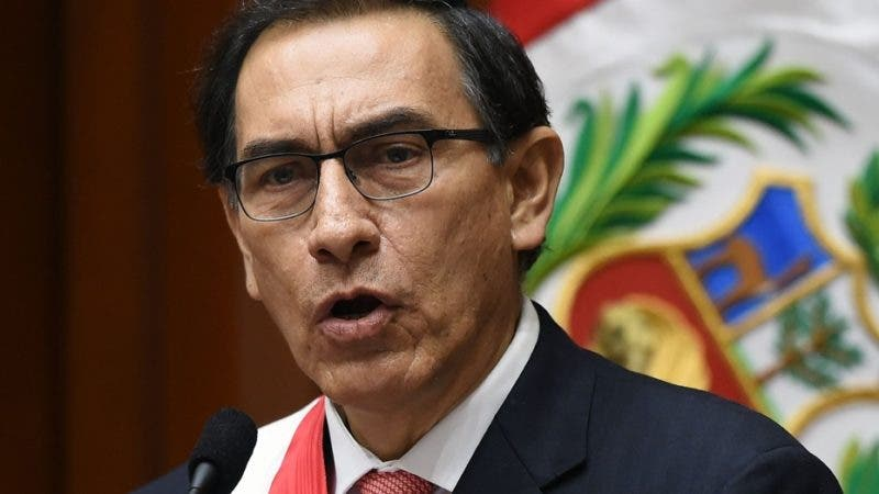 Peru's new President Martin Vizcarra delivers a speech after taking oath during a ceremony at the Congress in Lima on March 23, 2018. / AFP / Cris BOURONCLE