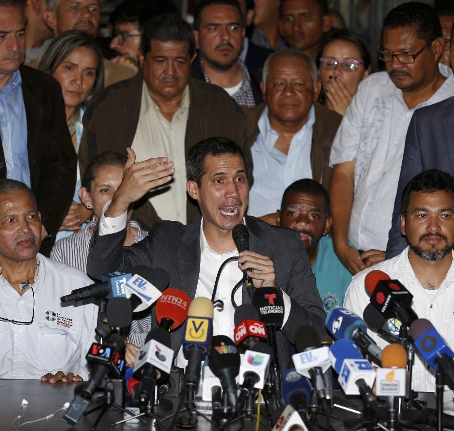 Guaidó vuelve a pedir presión para que militares desobedezcan a Maduro