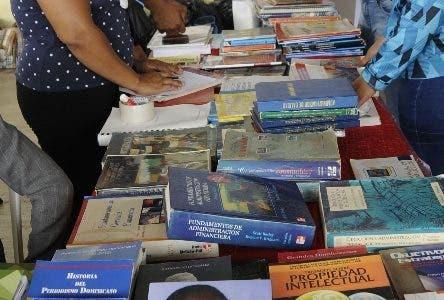3era feria universitaria de intercambio y donaciones de libros, en la universidad Autónoma de Santo Domingo UASD. Hoy/ Aracelis Mena. 27/03/2019