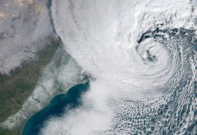 Ciclón Bomba EE.UU Miles millones dólares en pérdida, varios muertos y decenas desaparecidos