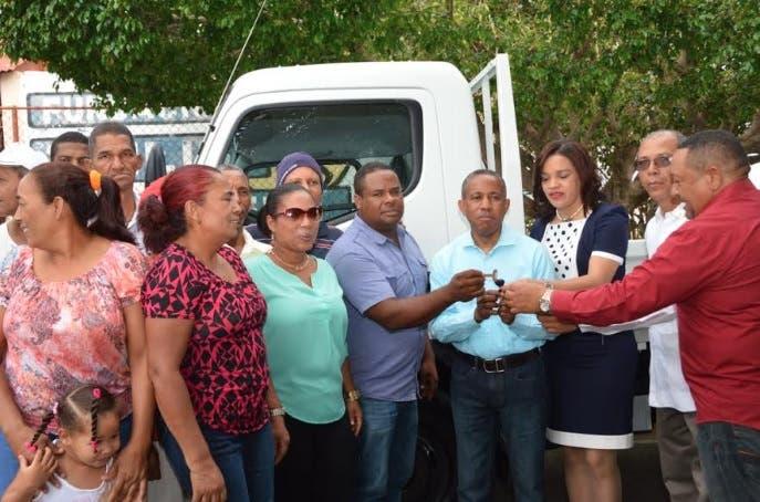 FEDA respalda productores de tabaco de Tábara Arriba, Azua