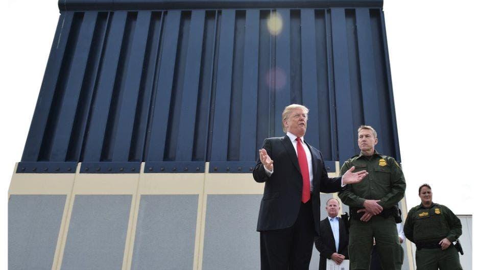 El Pentágono autoriza 1.000 millones de dólares para el muro fronterizo con México