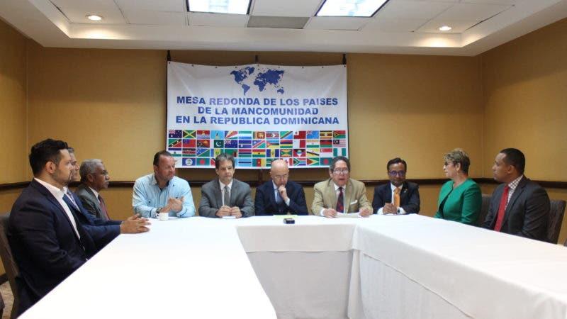 Encuentro de Domínguez Brito y directivos de la Mesa de los Países de la Mancomunidad.
