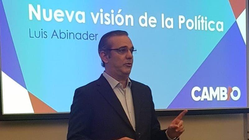 Foto de Luis en su conferencia Campaña Política del Cambio presentada como conclusión del Seminario de Estrategia de Campañas Electorales