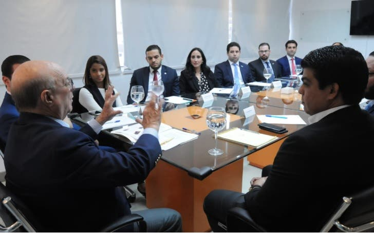 Mejía pondera disposición del empresariado joven para enfrentar problemas del país