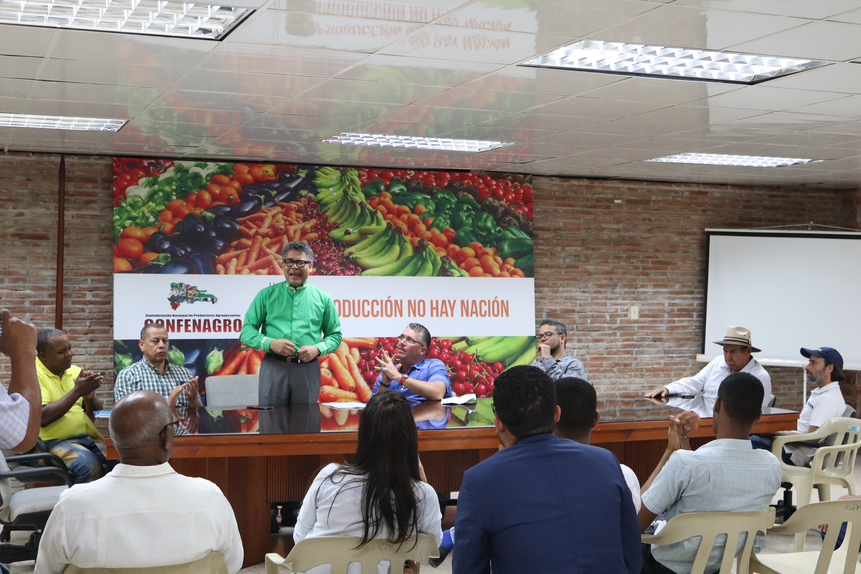 Carlos Peña dice no habrá progreso en el campo mientras cartel de importaciones dirija política agropecuaria