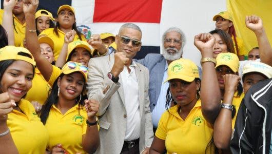 Juan Hubieres en apoyo a Ricardo De la Cruz (Pantera)