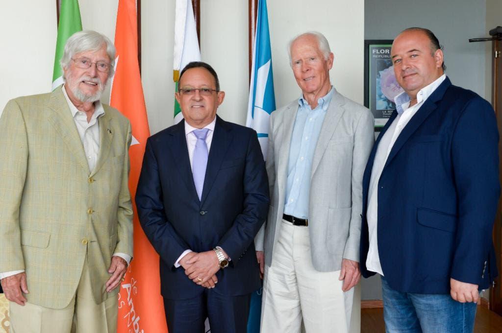 Ambientalistas internacionales se reúnen con ministro de Medio Ambiente