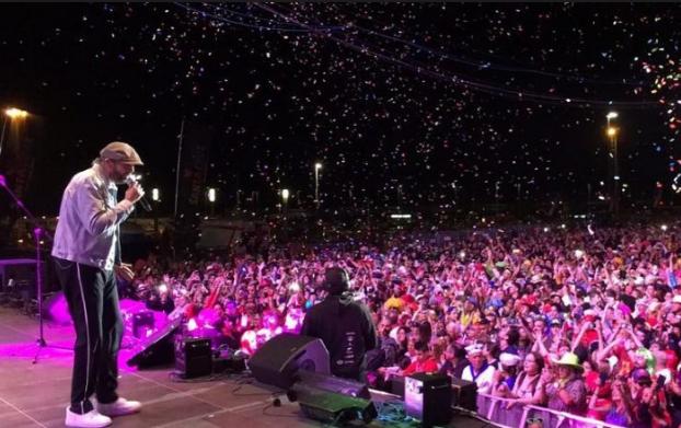 Juan Luis Guerra bate récord de Celia Cruz al cantar ante 400 mil personas en carnaval de Tenerife