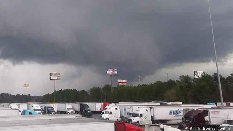 Al menos 23 muertos y varios heridos por tornado que azotó el estado de Alabama