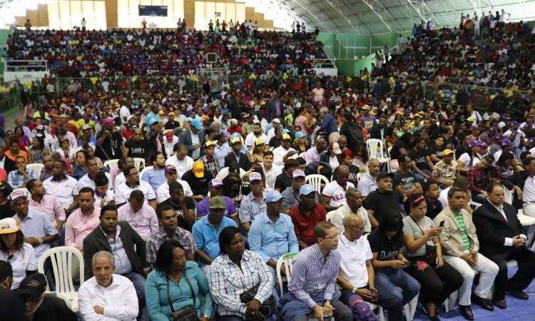 multitud LF en polideportivo SC