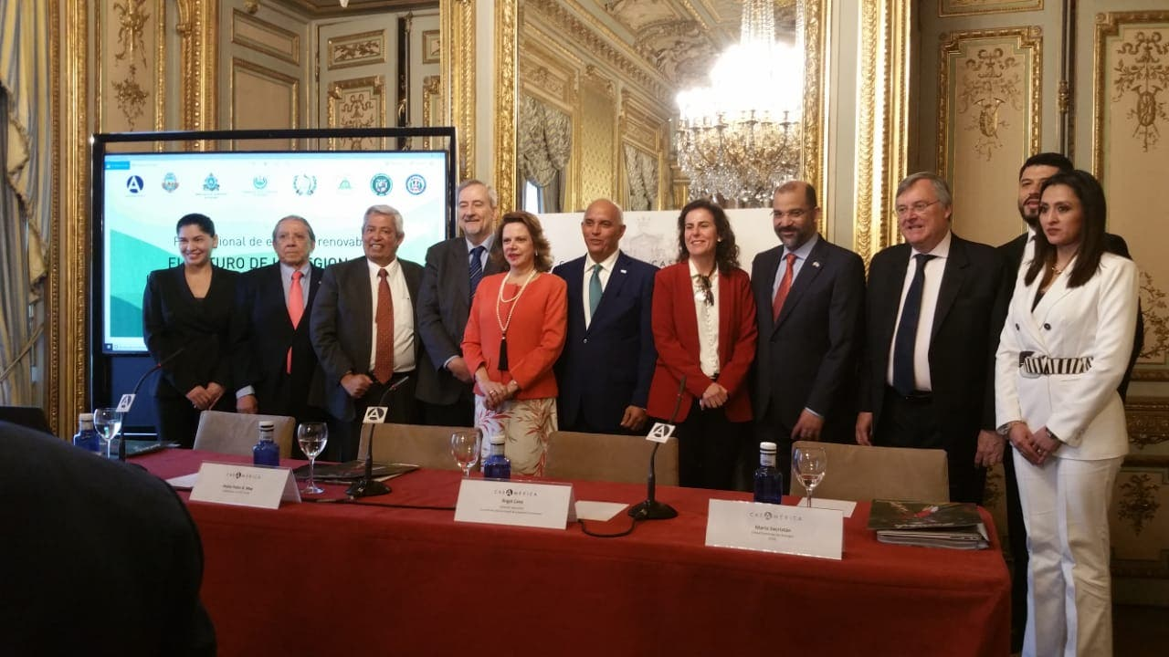 Director CNE Ángel Canó promueve inversión en energía renovable