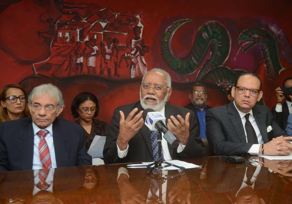 """Colegio Médico advierte que podría retomar paros contra ARS por """"obstaculizar acuerdos"""""""