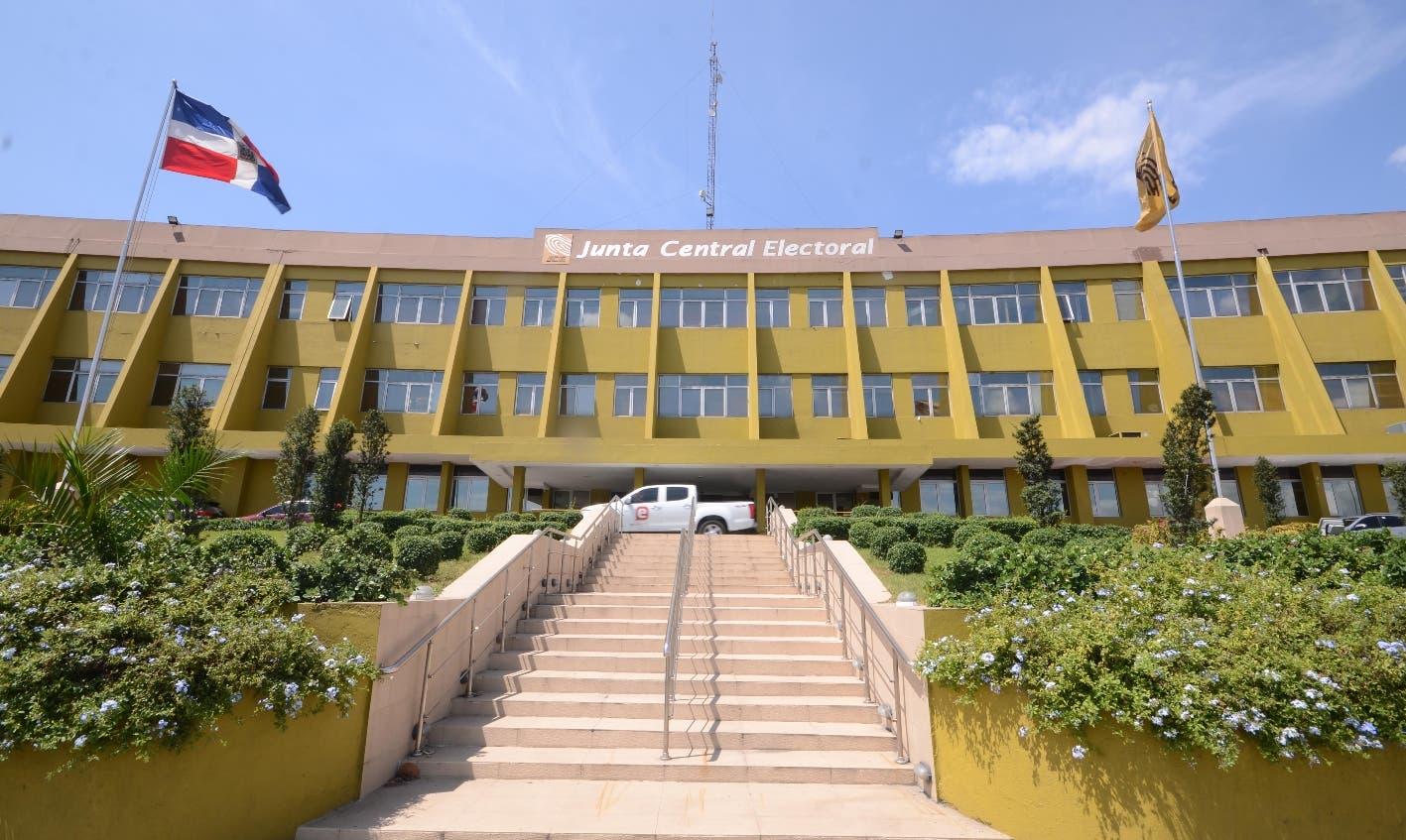 Adora interpone acción de amparo contra la JCE por prohibición de publicidad política por radio y televisión