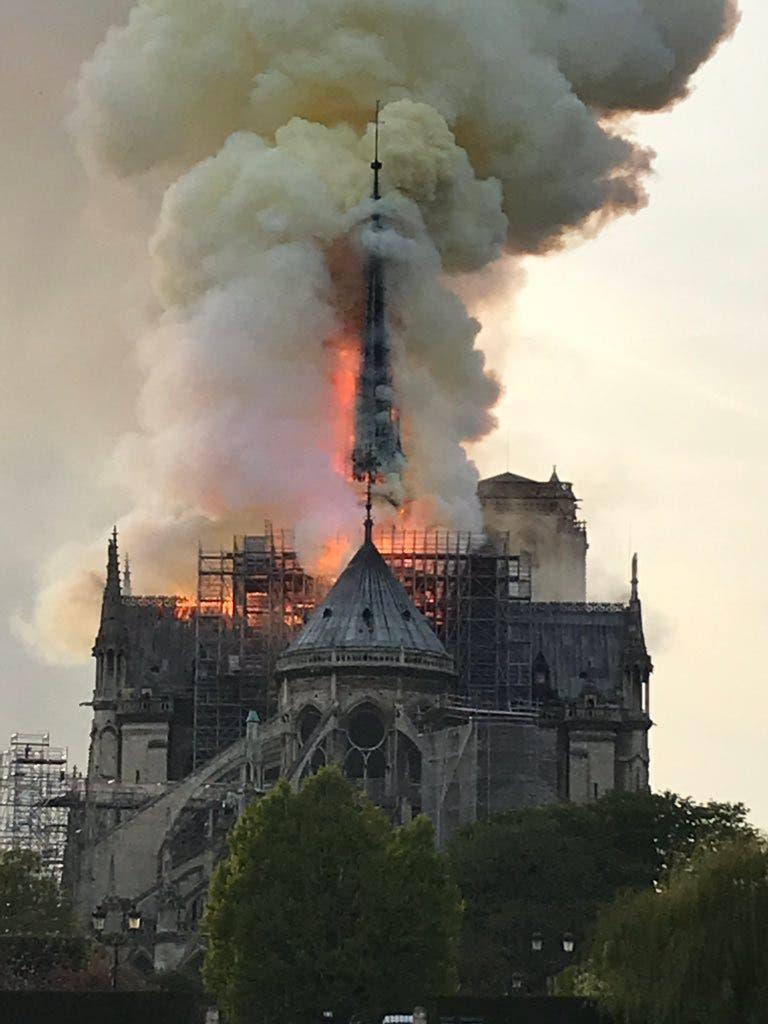 Video: Incendio en la catedral de Notre Dame de París